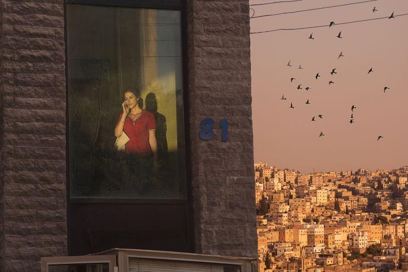 May in the Summer: la bella Cherien Dabis in una suggestiva scena del film