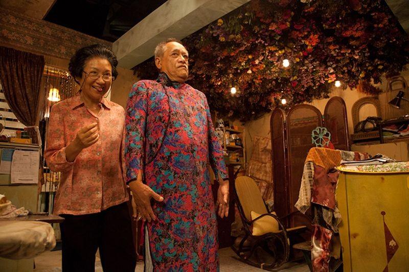 Rigor Mortis: Nina Paw con Chung Fat in una scena dell'horror