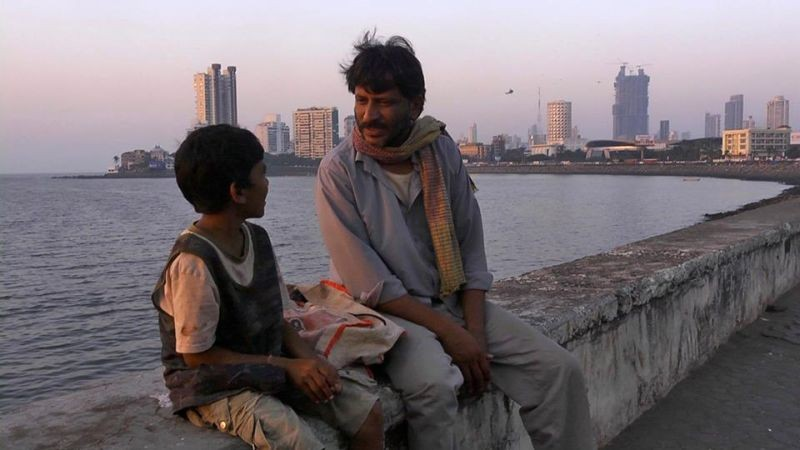 Siddhart: il protagonista Rajesh Tailang in una tenera scena del film