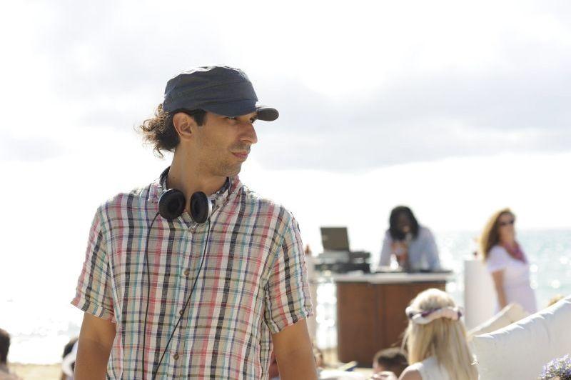 3 Many Weddings: il regista del film Javier Ruiz Caldera sul set
