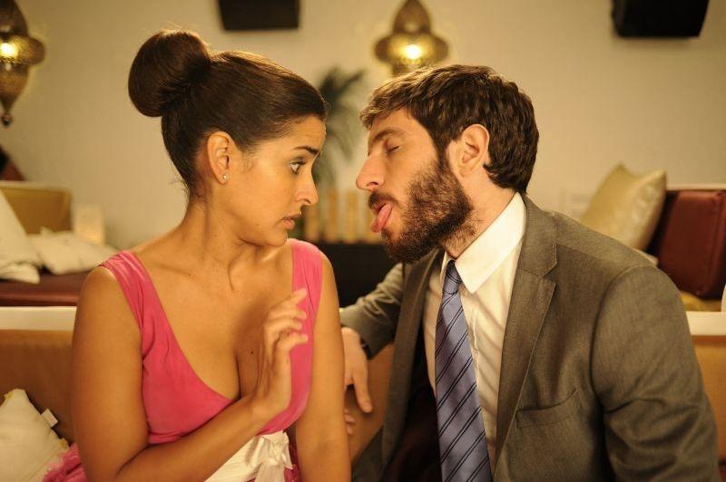 3 Many Weddings: Inma Cuesta in un'imbarazzante scena del film con Quim Gutiérrez