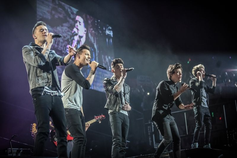 One Direction: This is Us, gli 'One Direction' durante un concerto in una scena del film