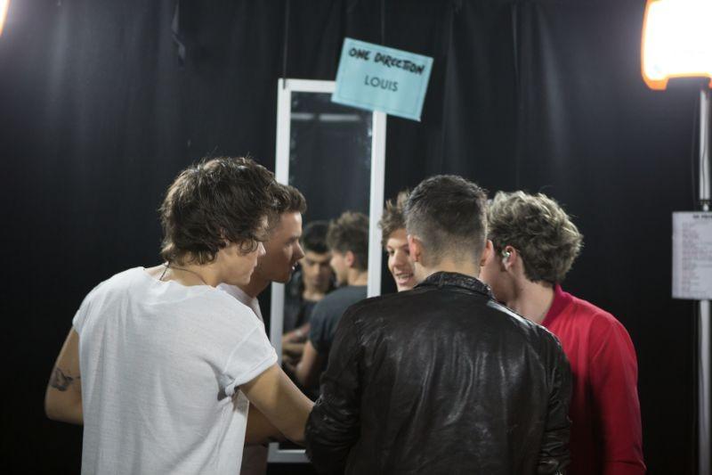 One Direction: This is Us, gli 'One Direction' in una scena del film prima di un concerto