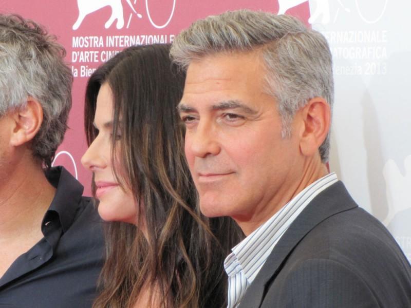 Venezia 2013: Sandra Bullock accanto a George Clooney presenta Gravity