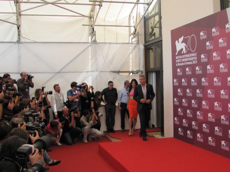 Venezia 2013: Sandra Bullock e George Clooney presentano Gravity - il photocall