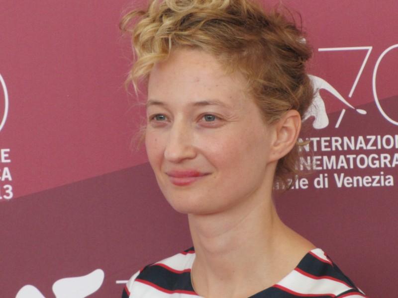 Alba Rohrwacher alla Mostra di Venezia 2013 con Via Castellana Bandiera
