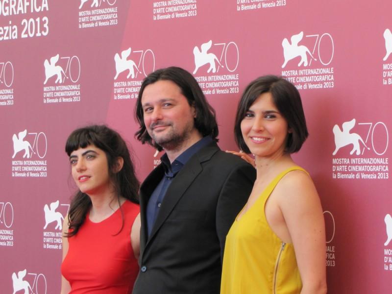 Algunas Chicas a Venezia 2013 - il regista Santiago Palavecino con Agostina Lopez e Agustina Munoz