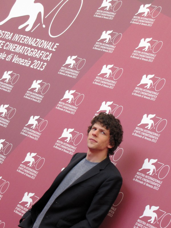 Night Moves a Venezia 2013: Jesse Eisenberg presenta il film alla Mostra del Cinema