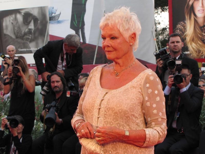 Venezia 2013 - Judi Dench presenta 'Philomena' sul red carpet
