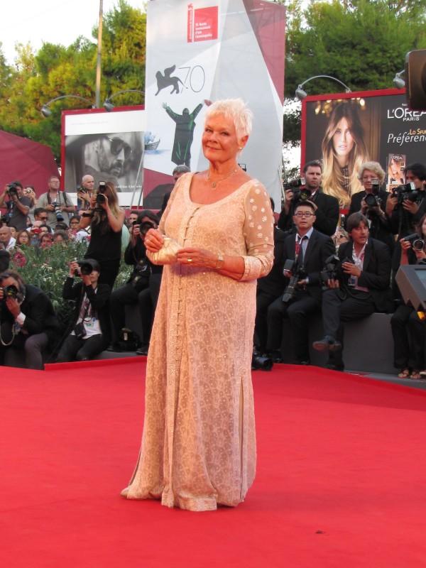 Venezia 2013 - Judi Dench presenta 'Philomena' sul tappeto rosso del Palazzo del Cinema