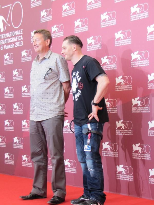 Tom Hardy presenta Locke alla Mostra di Venezia 2013 con il regista Steven Knight