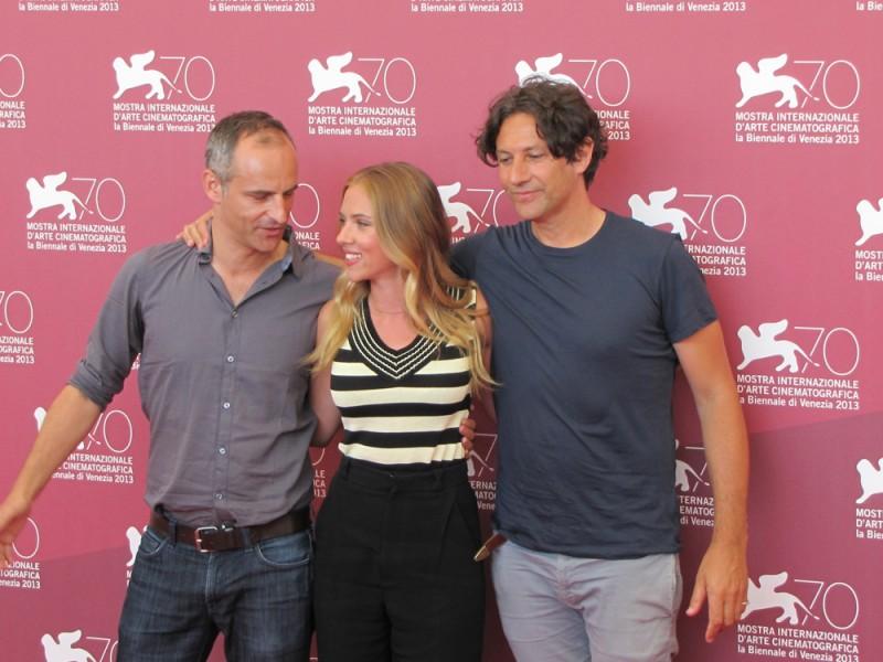 Scarlett Johansson presenta Under the Skin a Venezia 2013 con Jonathan Glazer e James Wilson