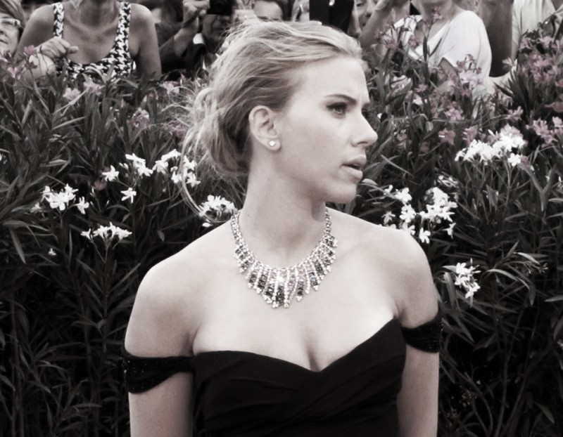 Scarlett Johansson presenta Under the Skin a Venezia 2013 sul red carpet
