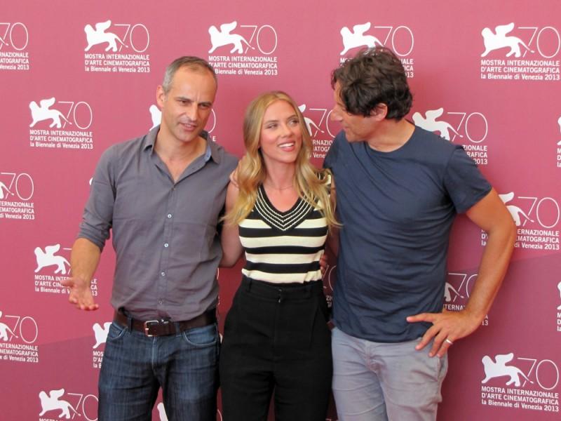 Scarlett Johansson presenta Under the Skin a Venezia70 con Jonathan Glazer e James Wilson