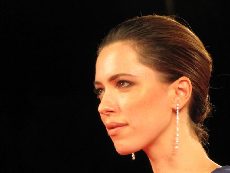 Venezia 70, Rebecca Hall presenta Une Promesse sul red carpet della Mostra del Cinema