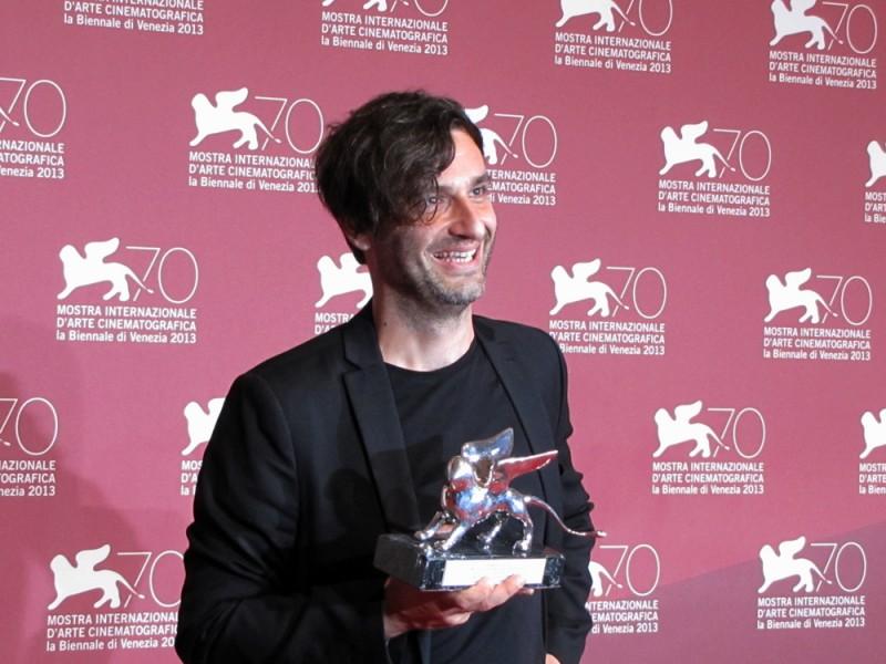 Alexandros Avranas con il LEONE D'ARGENTO PER LA MIGLIOR REGIA per Miss Violence, a Venezia 70