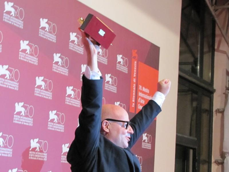 Gianfranco Rosi vince ill Leone d'Oro per Sacro GRA a Venezia 2013