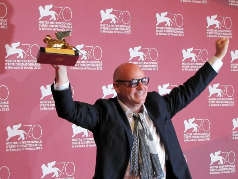 Ilregista Gianfranco Rosi vincitore del Leone d'Oro con Sacro GRA a Venezia 2013
