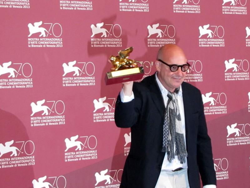 Ilregista Gianfranco Rosi vincitore del Leone d'Oro con Sacro GRA a Venezia 70