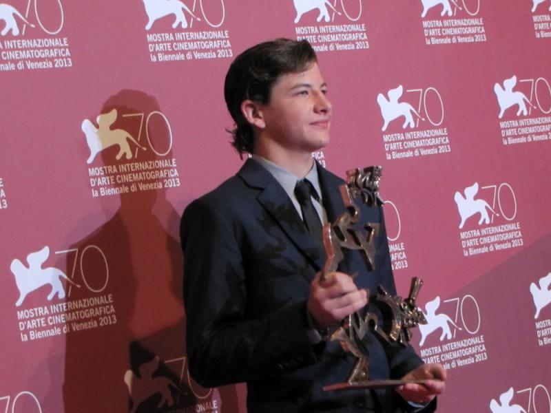 Mostra di Venezia 2013 - Tye Sheridan con il premio mastroianni vinto per Joe