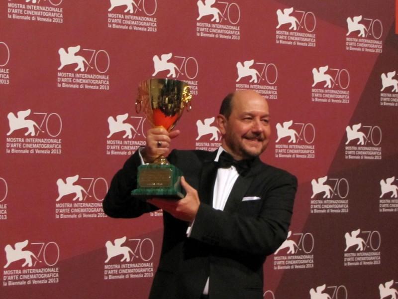 Themis Panou vincitore della Coppa Volpi per Miss Violence, a Venezia 2013