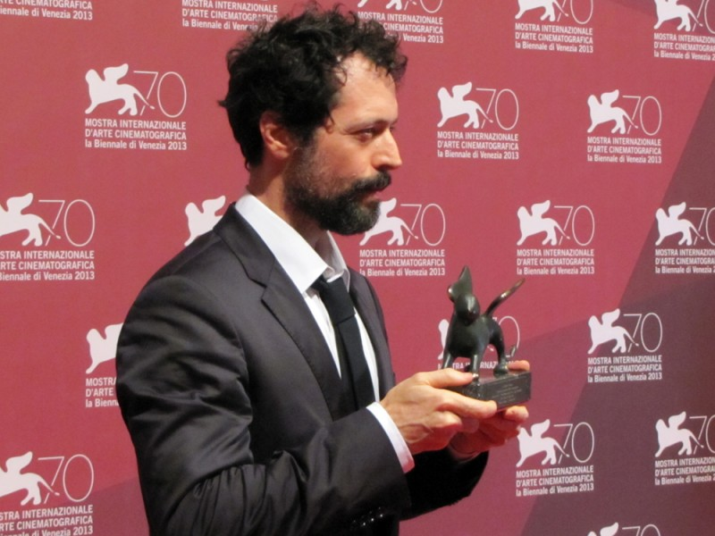 White Shadow: il regista Noaz Deshe riceve il premio De Laurentiis a Venezia 2013