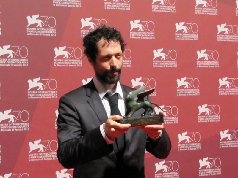 White Shadow: il regista Noaz Deshe riceve il premio De Laurentiis a Venezia 70