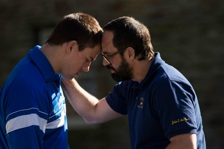 Foxcatcher: Channing Tatum e Mark Ruffalo uniti in una scena del film