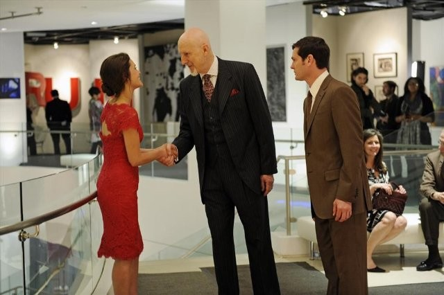 Betrayal: James Cromwell, Henry Thomas ed Hannah Ware in una scena della serie