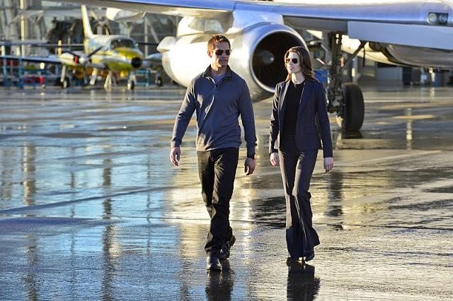 Intelligence: Josh Holloway e Meghan Ory in un'immagine della serie