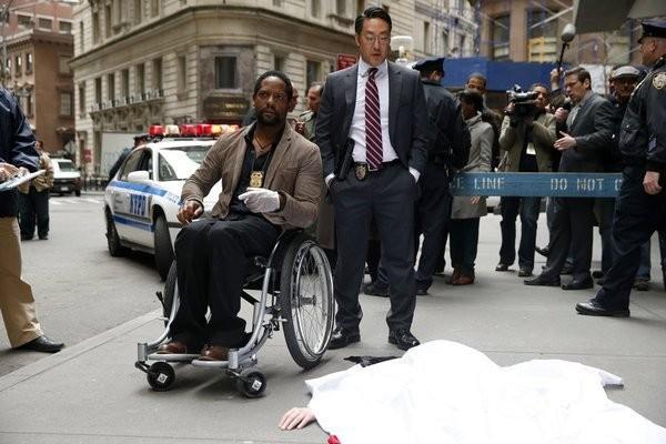 Ironside: Blair Underwood e Kenneth Choi in una scena della serie