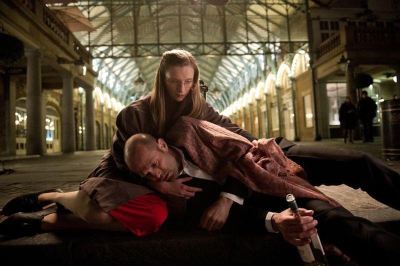 Redemption - Identità nascoste: Agata Buzek insieme a Jason Statham in una scena del film