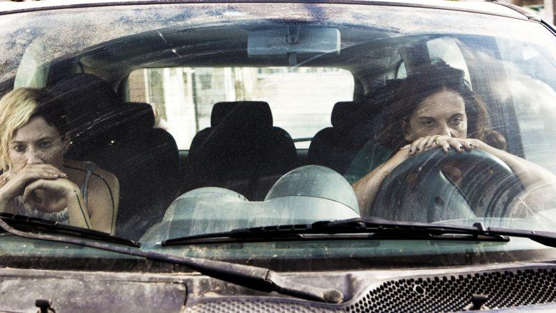 Via Castellana Bandiera: Alba Rohrwacher in una scena del film con la regista e protagonista Emma Dante