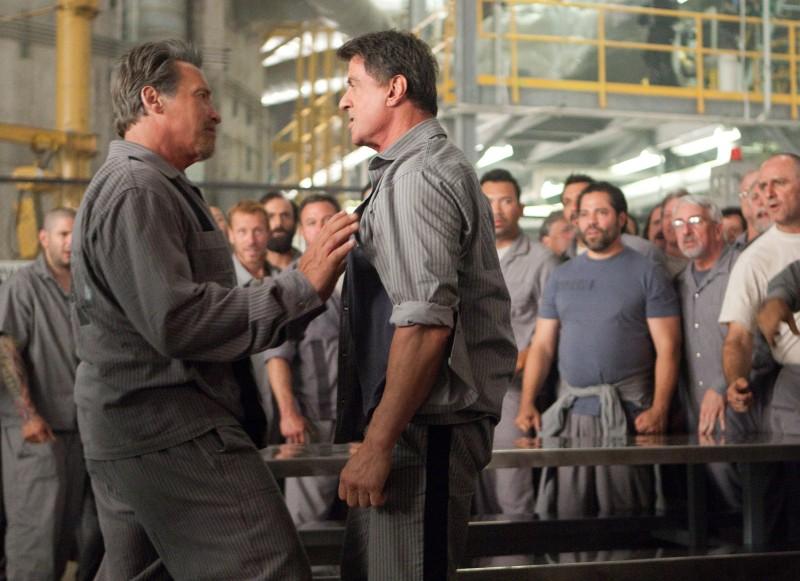 Escape Plan - Fuga dall'inferno: Arnold Schwarzenegger faccia a faccia con Sylvester Stallone in una scena