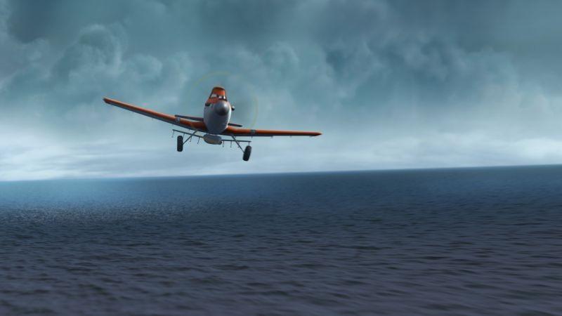 Planes: Dusty in volo sul mare in una scena del film