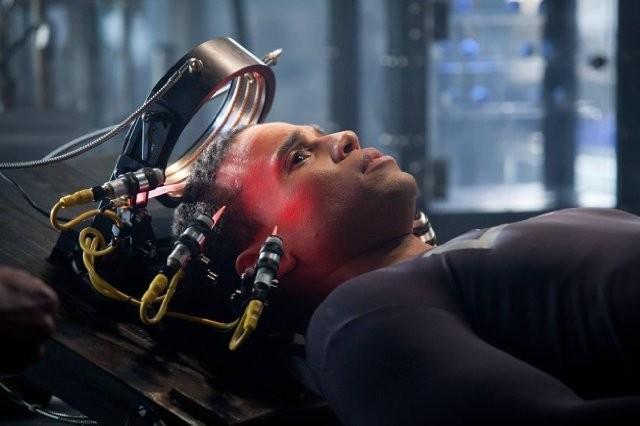 Almost Human: Michael Ealy in una scena della serie