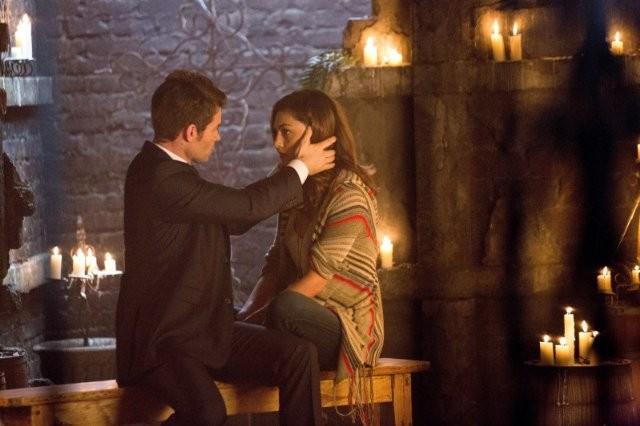 The Originals: Daniel Gillies e Phoebe Tonkin in una scena del pilot della serie