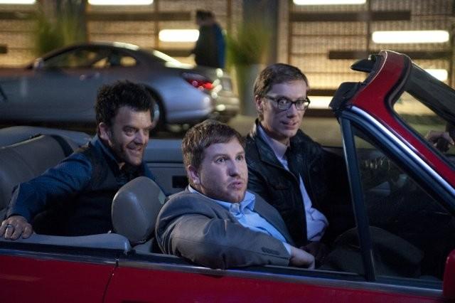 Hello Ladies: Kevin Weisman, Nate Torrence e Stephen Merchant in una scena della serie