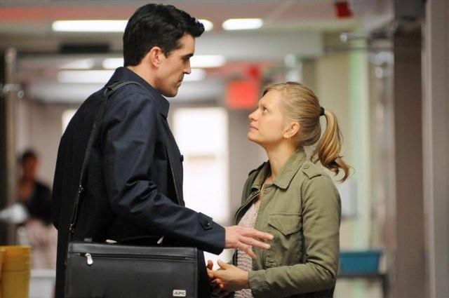 Lucky 7: Matt Long ed Anastasia Phillips in una scena della serie