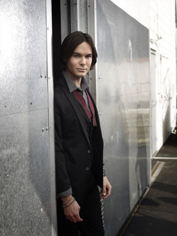 Ravenswood: Tyler Blackburn in una delle prime immagini della serie