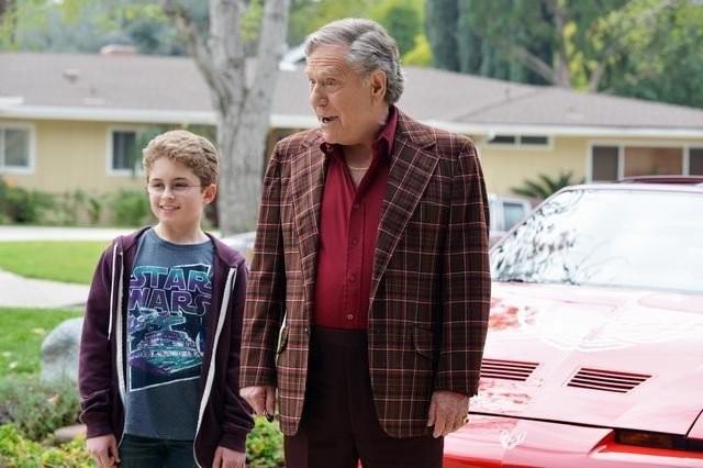 The Goldbergs: George Segal e Sean Giambrone in una scena della serie