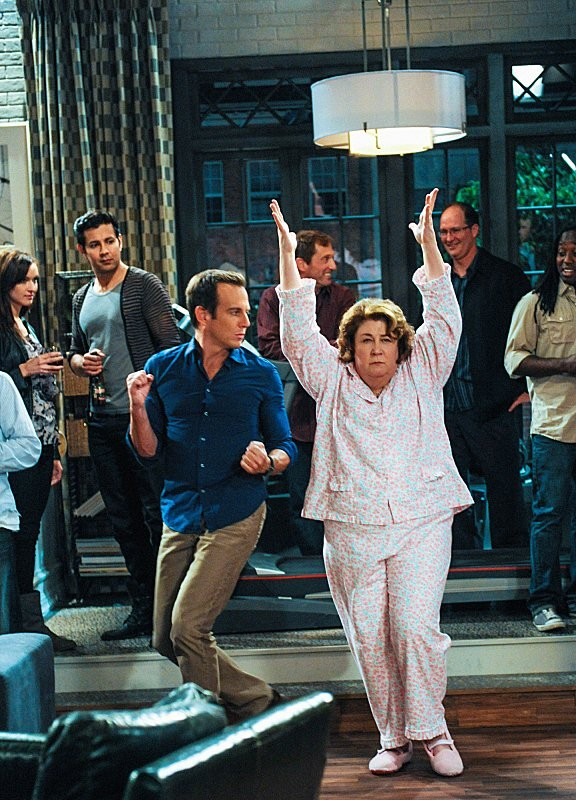 The Millers: Will Arnett e Margo Martindale in una scena della serie