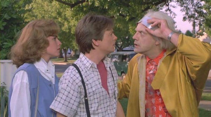 Ritorno al futuro Parte II: Michael J. Fox con Elisabeth Shue e Christopher Lloyd in una scena