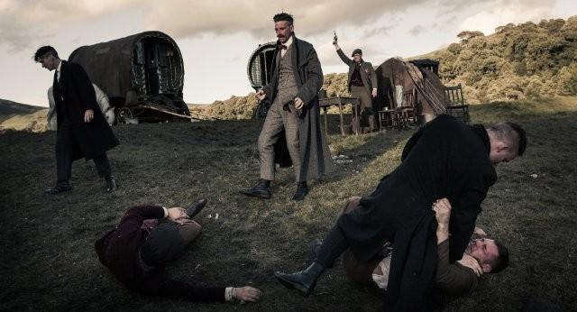 Peaky Blinders: Cillian Murphy in una scena della serie