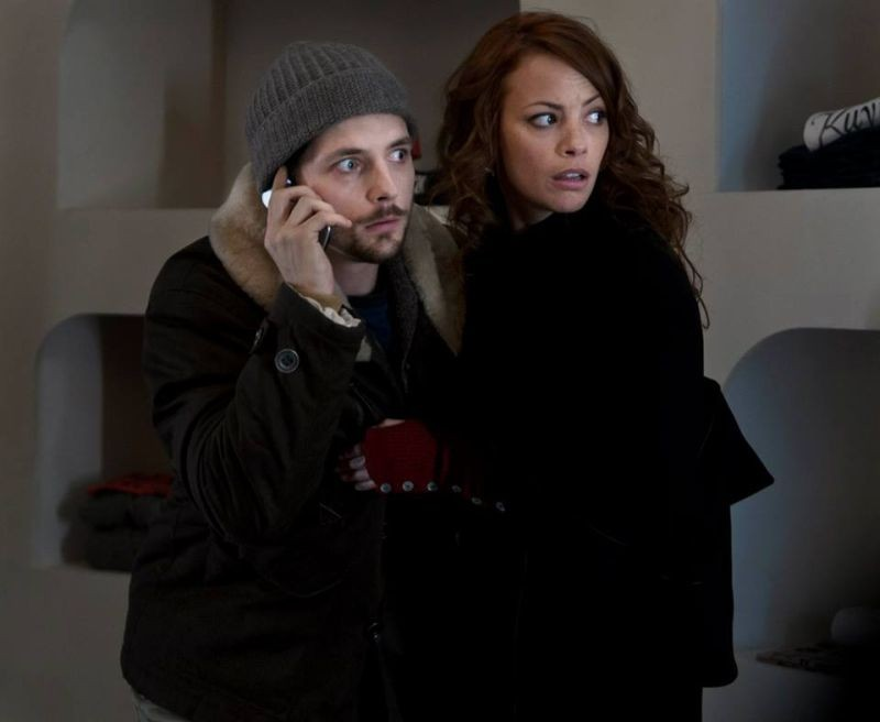 Il paradiso degli orchi: Raphaël Personnaz con Bérénice Béjo in una scena del film