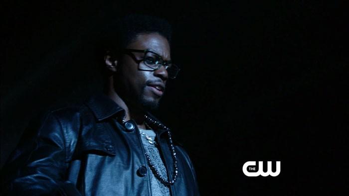 Arrow: Clé Bennett in una scena dell'episodio della stagione 2, Crucible