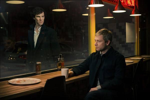 Sherlock: Martin Freeman e Benedict Cumberbatch nella prima immagine ufficiale della stagione 3