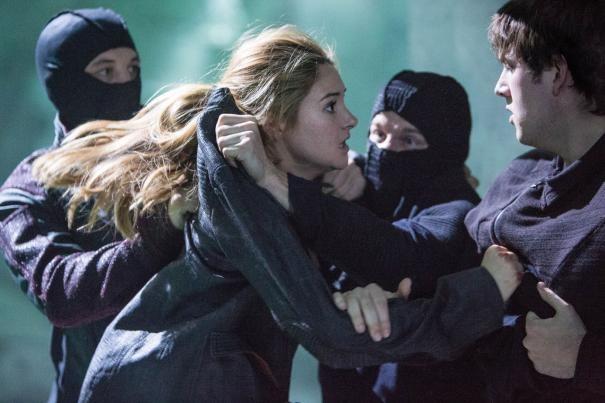 Divergent: Shailene Woodley in un drammatico e concitato momento