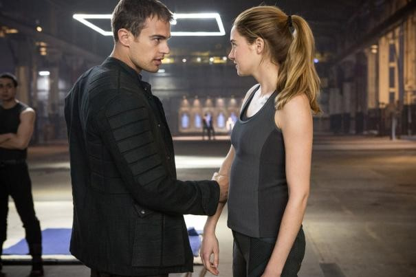 Divergent: Shailene Woodley si confronta con Theo James