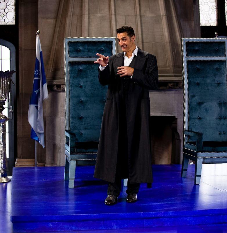 Gods Behaving Badly: John Turturro in una scena
